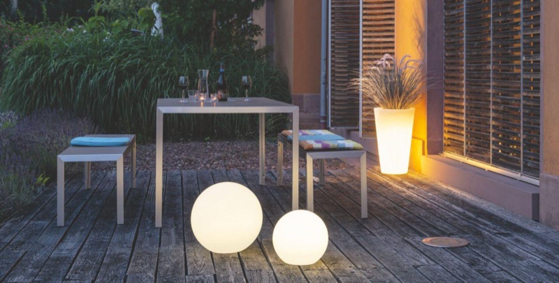 Mit Licht Akzente im Garten und auf der Terrasse setzen